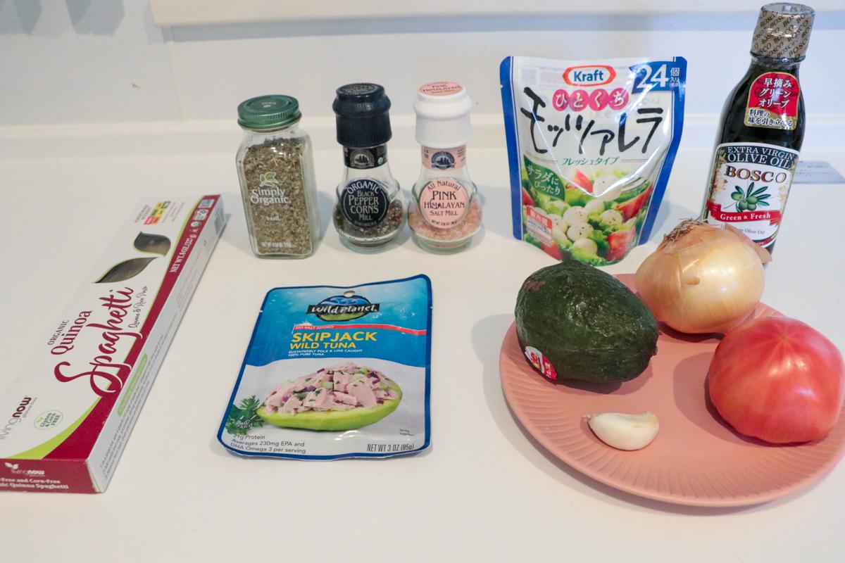 トマトとアボカドとバジルの冷製キヌアパスタ材料